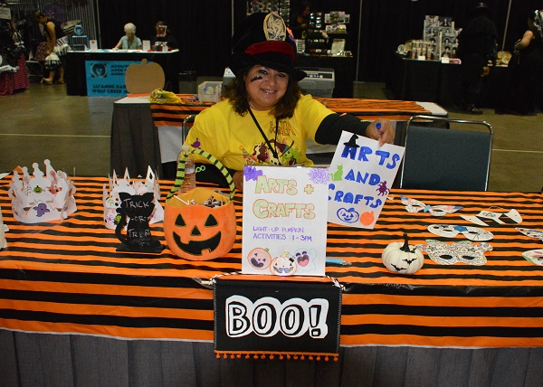 Scare LA kids' craft table