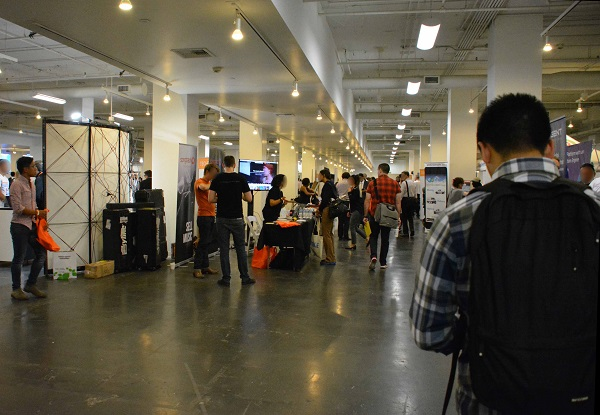 People browse aisles of TechDay LA 2017