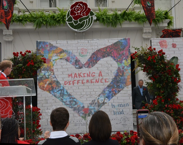 Gaery Sinise emerges from behind Tournament House banner