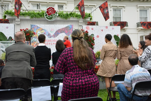 2018 Grand Marshal Gary Sinise and Tournament of Roses President Lance Tibbet hug at conclusion of announcement