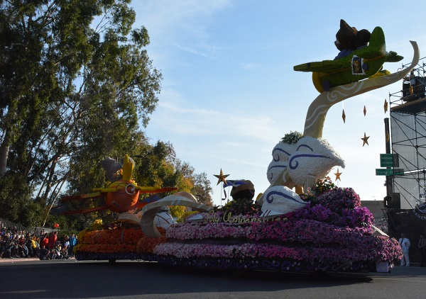 Cal Poly Universities float takes the corner at Orange Grove and Colorado