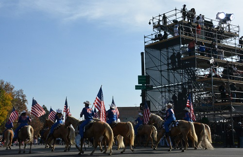 Long Beach Sheriffs on Palomino horses with American flags
